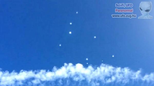 Egy egész csapatnyi UFO jelent meg a falu felett