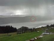 UFO bukkant fel Loch Ness felett