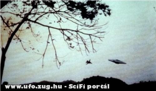 Vadászgép és az ufo