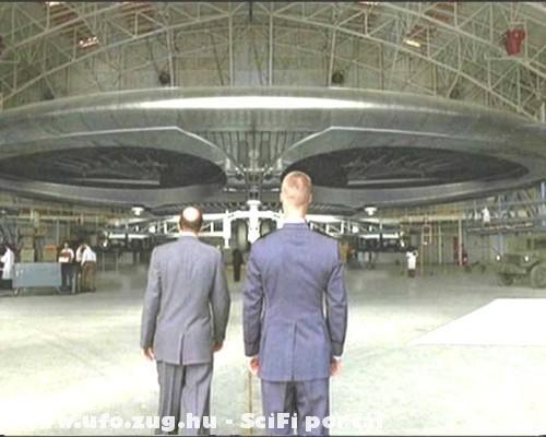 UFO a hangárban! 51-es körzet!