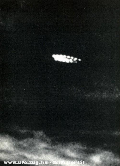 UFO az éjszakai égbolton