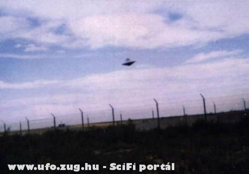 UFO a rét felett