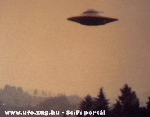 UFO a fák felett
