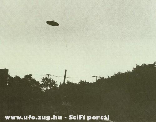 UFO az út felett