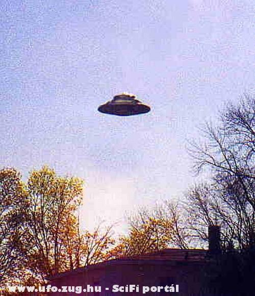 UFO a ház felett!