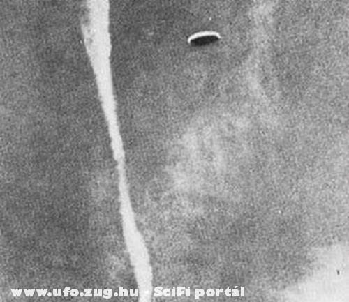 UFO repül az égen