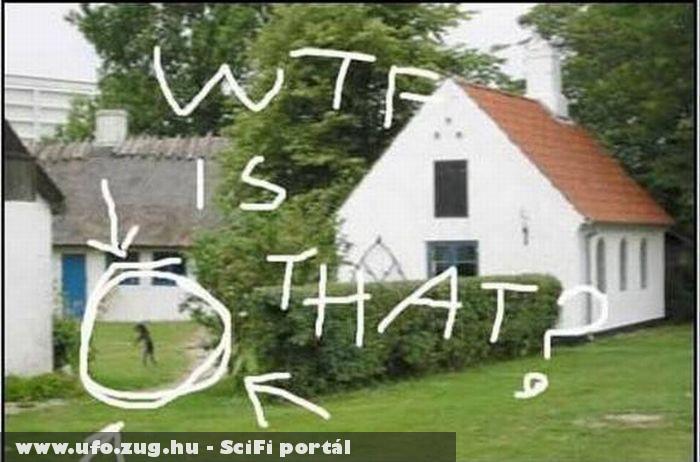 UFO a ház mellett