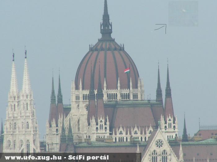 UFO a Parlament felett (saját kép)