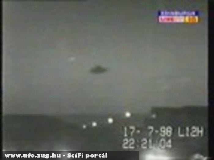 Egy biztonsági kamera készítette 1998 július 17-én Nagy-Britanniában