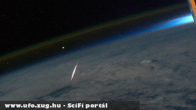 Augusztusi hullócsillagok és ufók láthatók a képen.