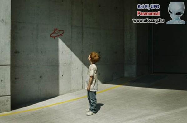 UFO street art.