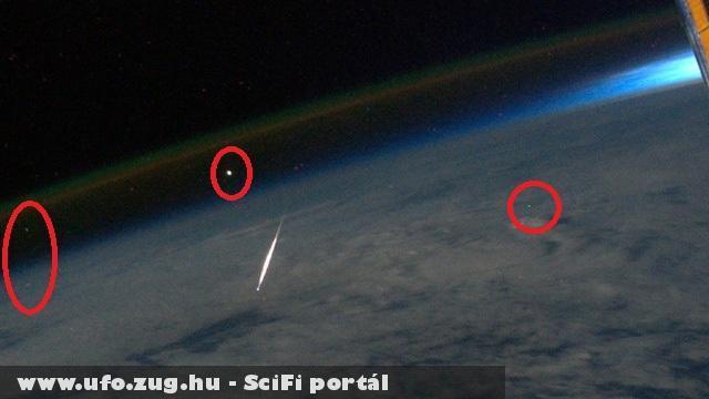 Hullócsillag és ufók láthatók a NASA fotón.