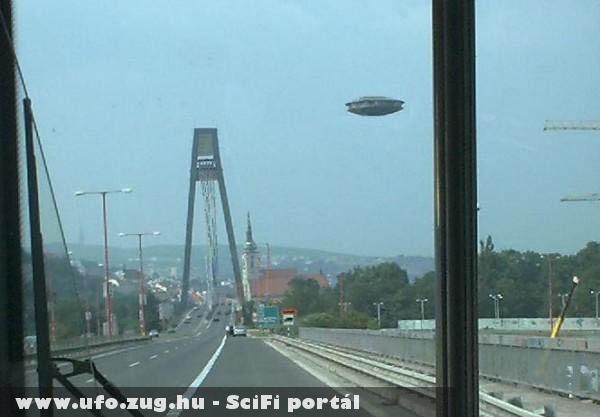 Ûrhajó a hídnál