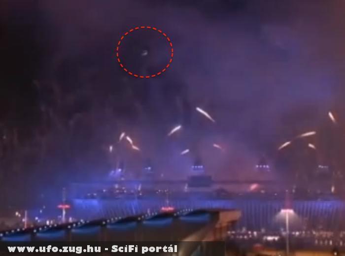 Tûzijáték közben felbukkanó UFO-k