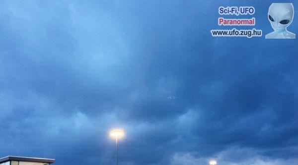 Különös, világító pontok az égen