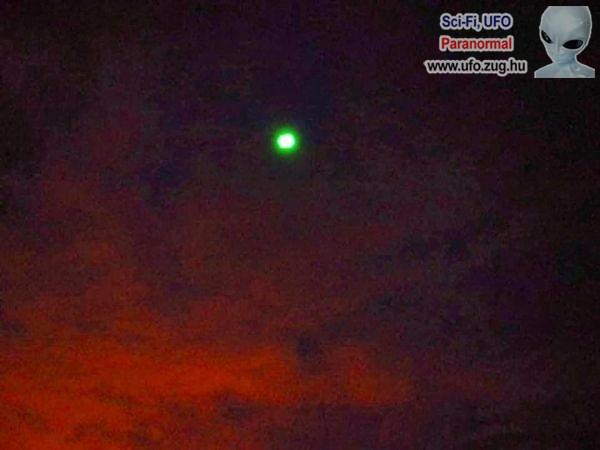 Zölden világító azonosítatlan tárgy jelent meg az égen