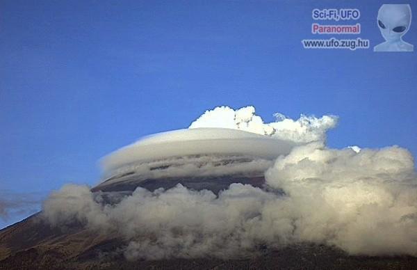 UFO a felhők között