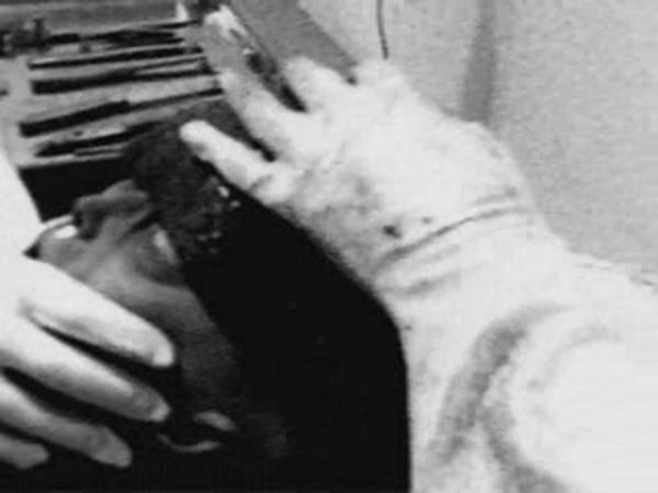 Roswell-i boncolás  (erdeti képek)