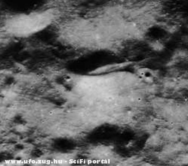 Ez sem természetes képzõdmény a holdon...valami egészen más.