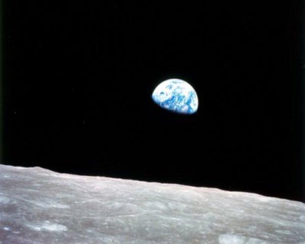 Az Apolló 8-as a holdról...