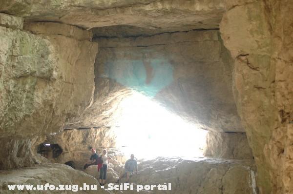 Egy érdekes kép a Suba barlangban