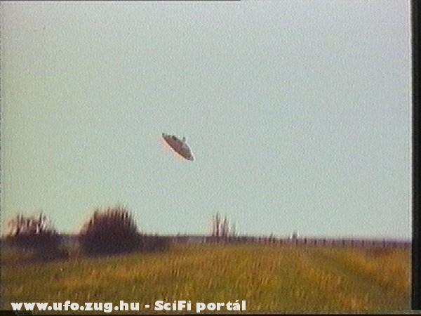 Mezõ fölött egy ufo